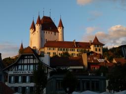 Schloss Thun bei Sonnenuntergang